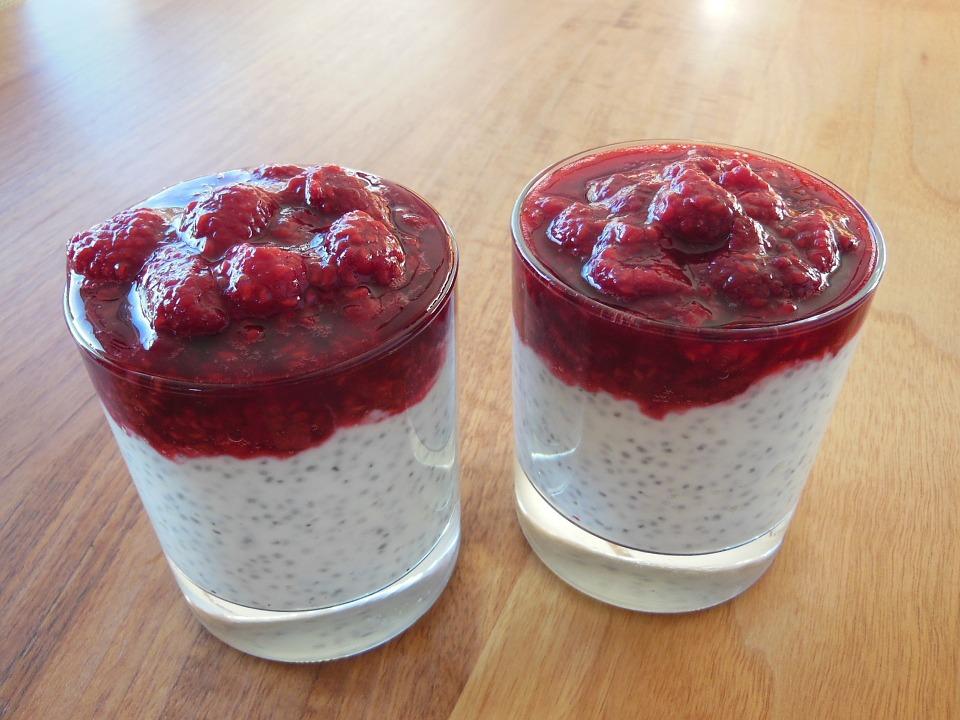 Chia tohumu ile lezzetli ve sağlıklı puding yapabilirsiniz.